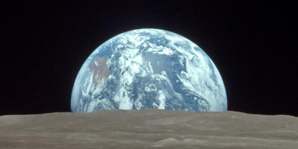 Penampakan bumi jika dilihat dari bulan